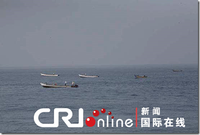 The suspected pirates ships stopped and then turned away.(Photo: Cri.cn)