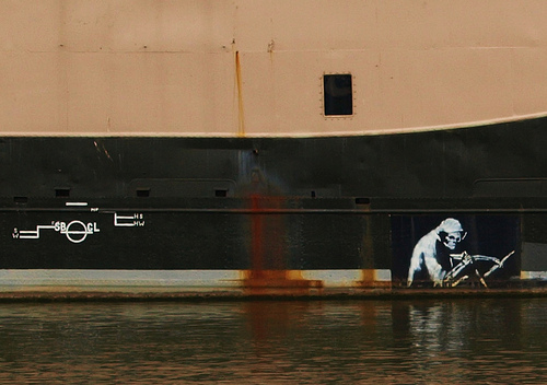 Banksy graffiti in Bristol via Tony Worrall Foto on Flickr.com