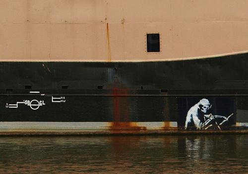 Banksy graffiti in Bristol via Tony Worrall Foto on Flickr.com